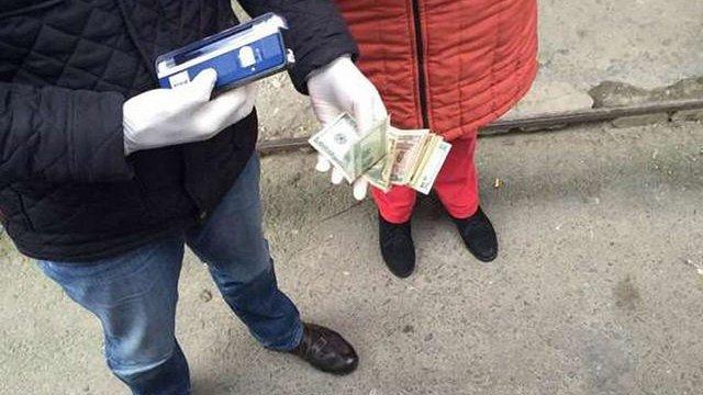 На Тернопільщині на хабарі затримали заступника райвідділку поліції