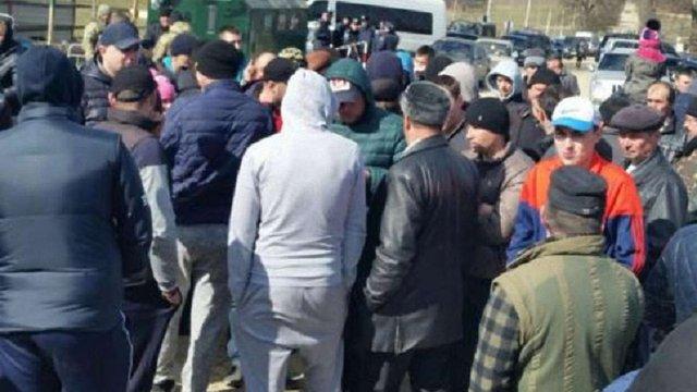 Півсотні молодиків намагалися заблокувати роботу прикордонників на кордоні з Румунією
