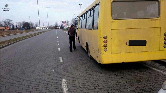 У Львові пасажирка маршрутки викликала поліцію через розмову водія по телефону