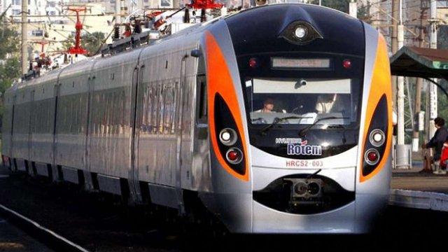 Пасажирів поїзда Київ-Дніпропетровськ евакуювали через повідомлення про замінування
