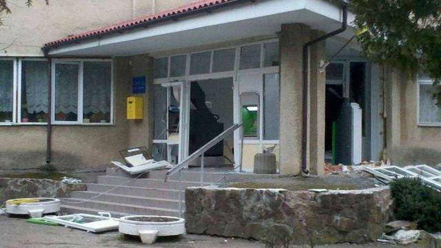 На Івано-Франківщині стався вибух у фойє поліклініки