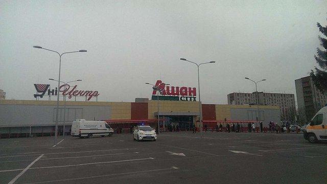 У Львові перевіряють повідомлення про замінування супермаркетів «Ашан»