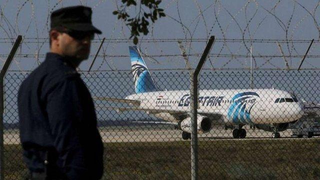 Невідомі захопили єгипетський літак з 55 пасажирами на борту