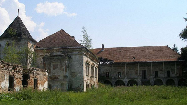 Цьогоріч на Львівщині рятуватимуть Поморянський замок та 12 дерев'яних церков