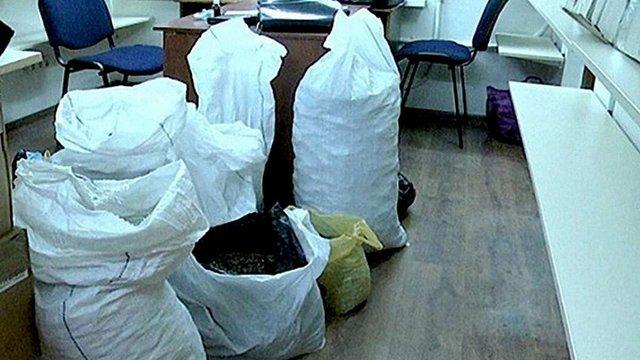 Поліція вилучила 200 кг бурштину, який готувалися вивезти у Китай