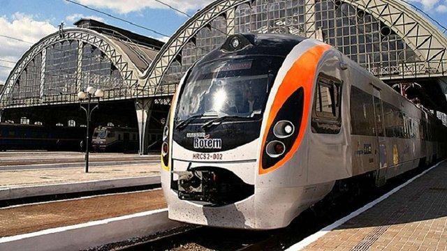 «Укрзалізниця» призначила на великодні свята додаткові швидкісні поїзди Київ-Львів