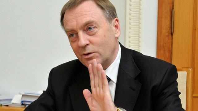 Екс-міністру юстиції Олександру Лавриновичу повернули закордонний паспорт
