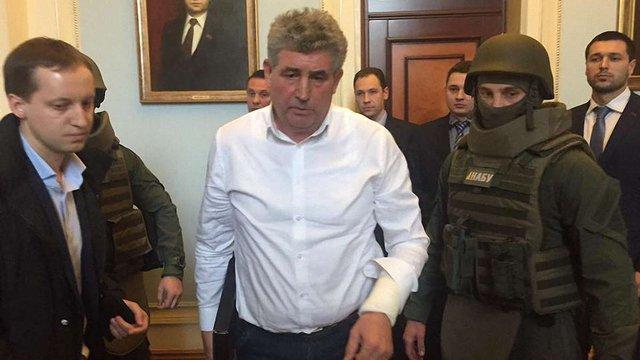 Суд арештував на два місяці суддю, який обстріляв детективів НАБУ