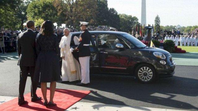 Автомобіль, який використав Папа Римський під час візиту в США, продали на аукціоні за $300 тис.