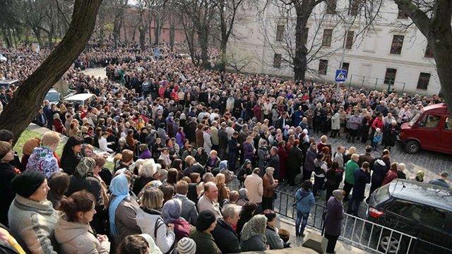На час проведення хресної ходи УГКЦ у центрі Львова обмежать рух транспорту