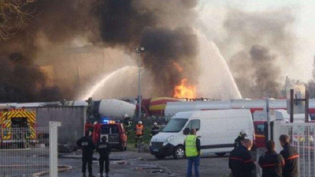 В промзоні на південному заході Франції прогриміли вибухи