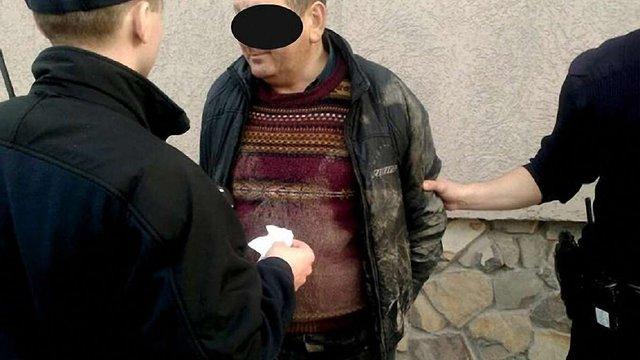 У Львові патрульні затримали чоловіка, що перебував у розшуку