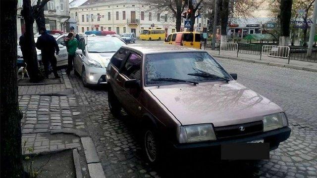 У Львові поліція зупинила нетверезу порушницю ПДР без прав