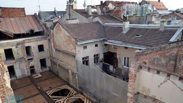 Суд зобов'язав львівського бізнесмена відновити знищений будинок на площі Ринок