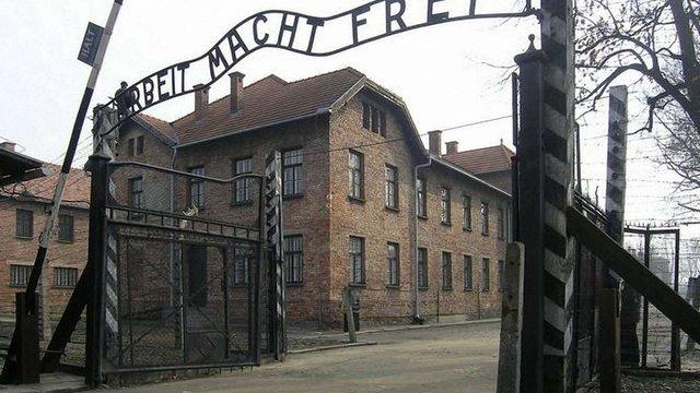 Колишній охоронець концтабору «Аушвіц» помер за кілька днів до суду над ним