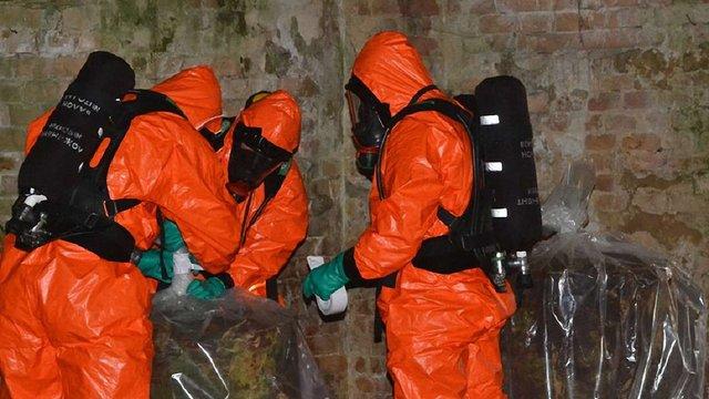 У закинутій військовій частині на Львівщині виявили ємності з невідомою хімічною речовиною