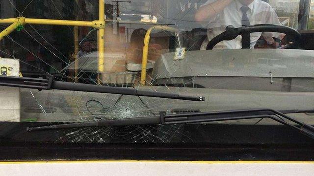 У Львові п'яний пасажир розбив лобове скло в автобусі