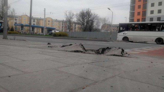 Водій фури зруйнував частину нової велодоріжки в центрі Львова