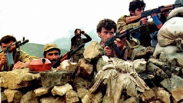 Росія продовжить постачати зброю Азербайджану та Вірменії, – Медведєв