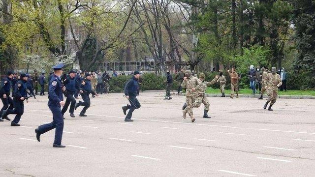 Урочистості в Одесі закінчилися бійкою через георгіївську стрічку