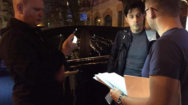 Екс-заступнику генпрокурора Віталію Каську зачитали підозру на вулиці у Києві