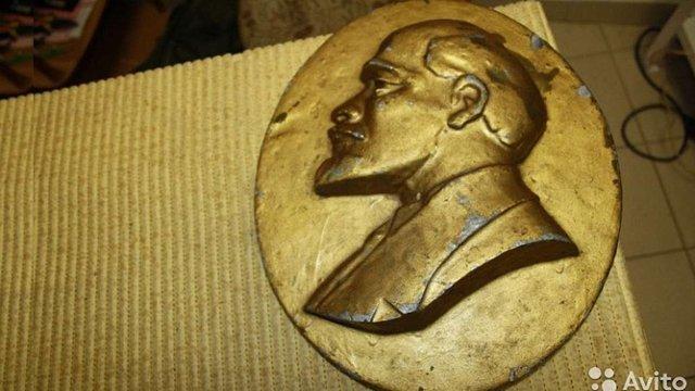 Львів'янин заявив у поліцію про крадіжку двох барельєфів Леніна