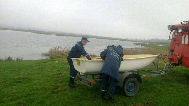На Львівщині перекинувся човен: одна людина загинула