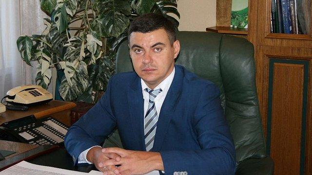 Голова ДФС Львівщини їздить на машині батька та живе в квартирі тещі