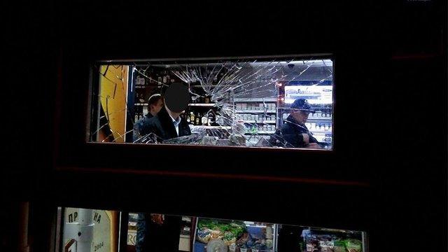 У Львові чоловік розбив вікно в магазині через заборону продажу алкоголю