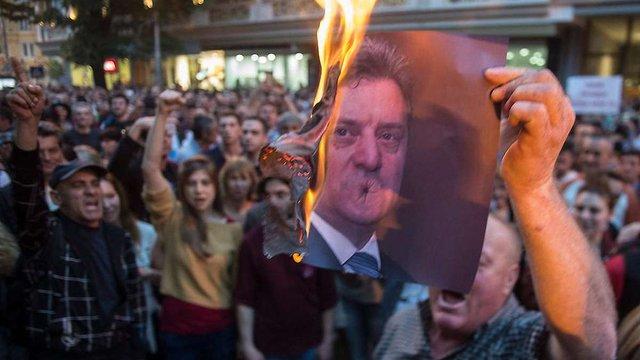 Протестувальники розгромили канцелярію президента Македонії