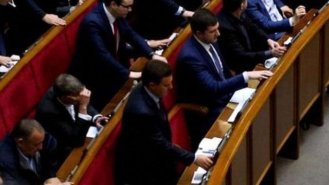 Два депутати «Відродження» кнопкодавили під час голосування за Гройсмана