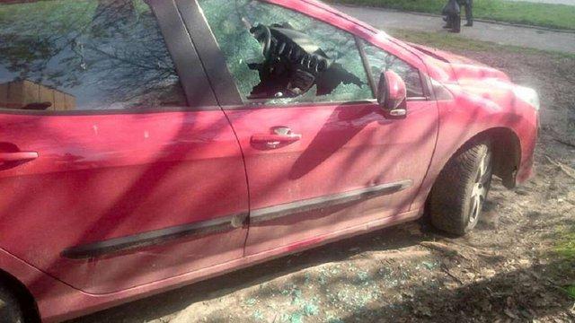 У Львові злодій обікрав машину на очах автовласника