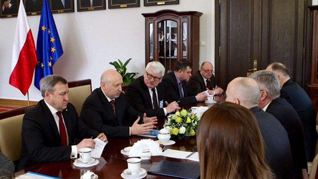 Турчинов закликав владу Польщі ввести санкції проти осіб зі списку «Савченко-Сенцова»