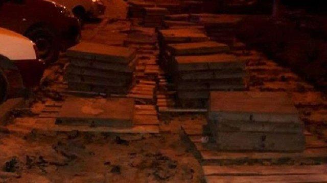 Мешканці Сихова викрали плитку для замощення власного подвір'я у селі