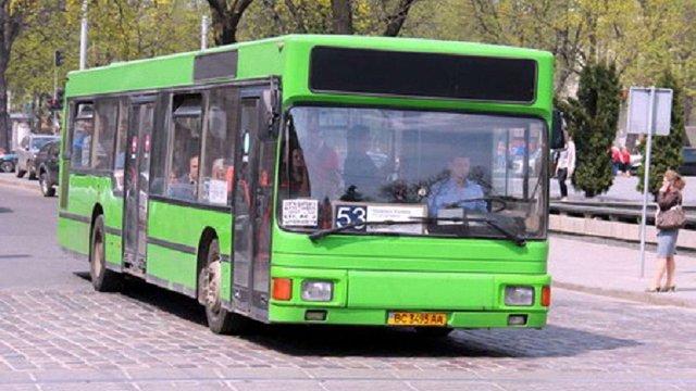 На вулиці Львова виїхав перший автобус із озвученням зупинок