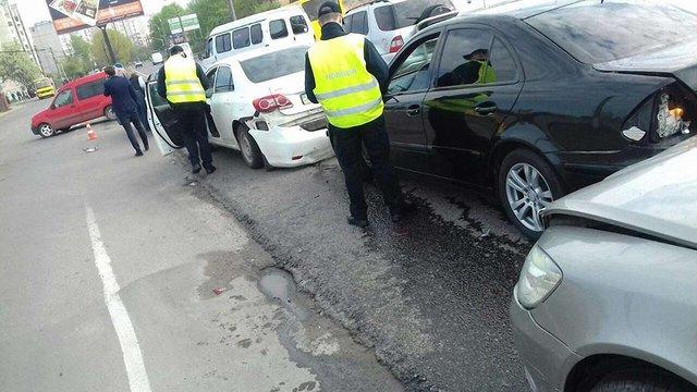 На Левандівському мосту у Львові зіткнулися п'ять автомобілів