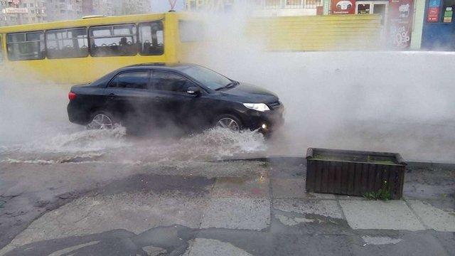 Внаслідок аварії на теплотрасі Сихів залишився без гарячої води