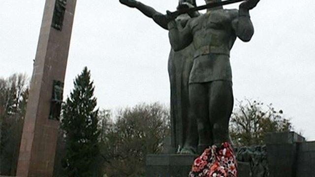 Українська галицька партія вимагає демонтувати у Львові радянський Монумент Слави