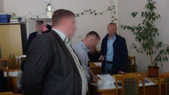 У Чернівцях затримали на хабарі викладача
