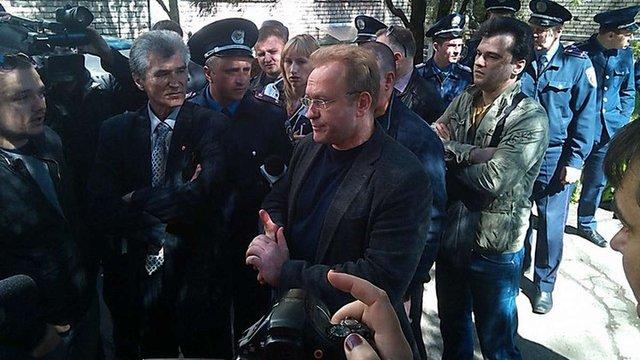В Запоріжжі побили лідера «Блоку лівих сил» Василя Волгу та передали його СБУ