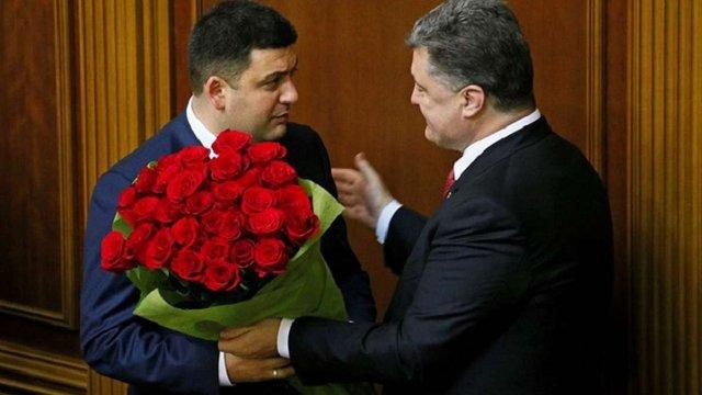 Порошенко пообіцяв більше не дарувати квіти чоловікам