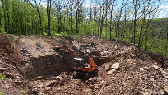 На Тернопільщині поліція зупинила видобуток корисних копалин на території заповідного фонду