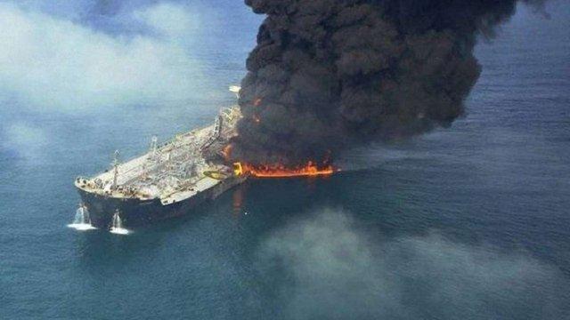 У Каспійському морі спалахнув російський танкер