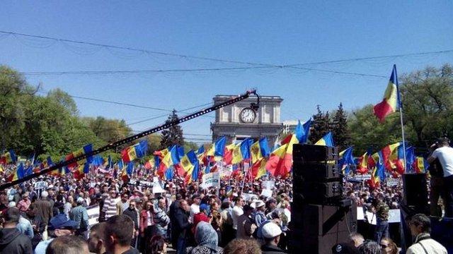 У Кишиневі проходить багатотисячна антиурядова акція протесту