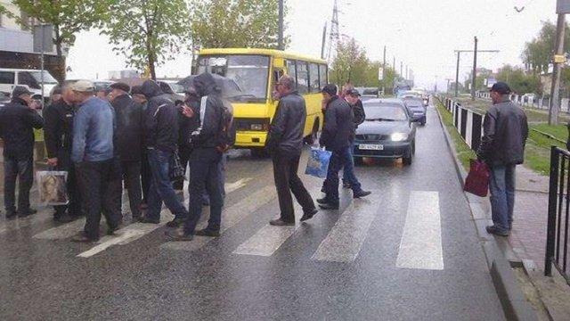 Працівники новобудови у Львові перекрили дорогу
