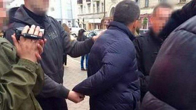 У Чернівцях на хабарі затримали прикордонника