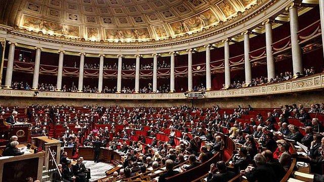 Нижня палата парламенту Франції запропонувала уряду скасувати санкції проти Росії