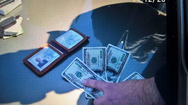 На хабарі  $1000 затримали податківця на Львівщині