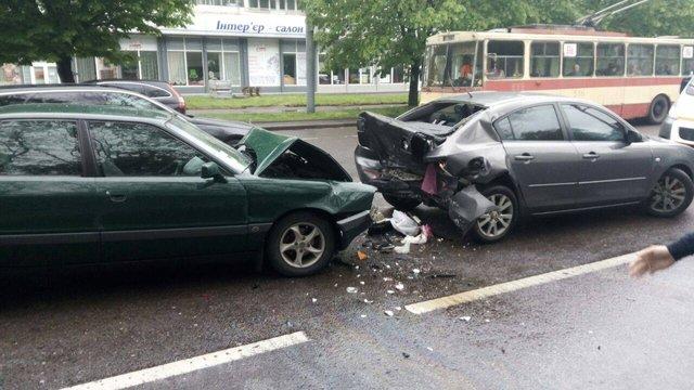 У Львові в ДТП постраждали двоє людей