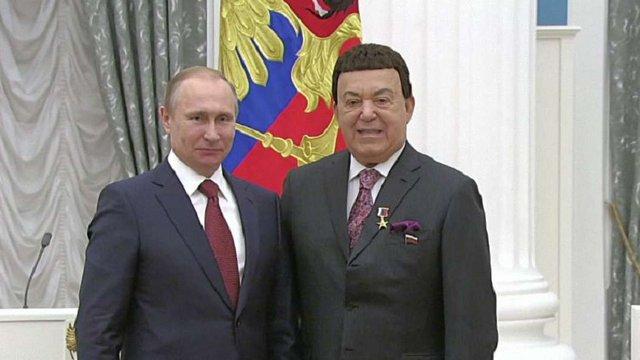 Путін нагородив Кобзона за «надання допомоги Донбасу»